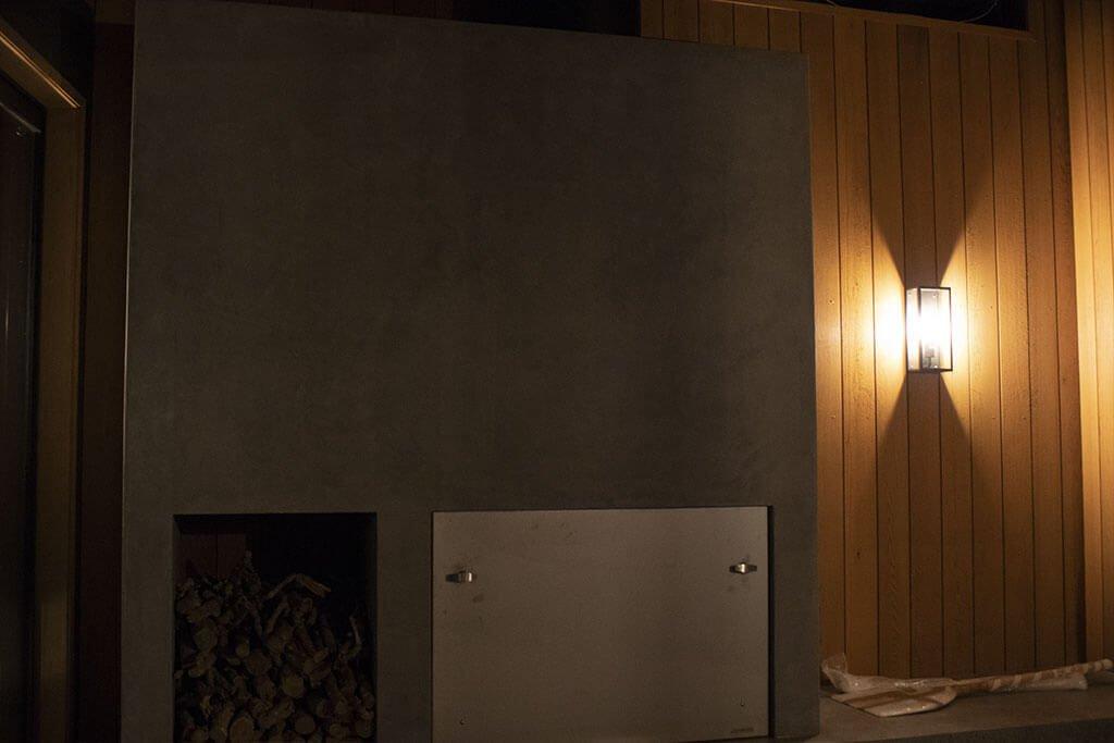Outdoor fireplace lighting